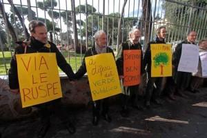 Roma protesta giardini villa massimo