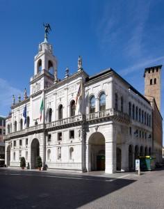 Palazzo-Moroni-municipio-236x300