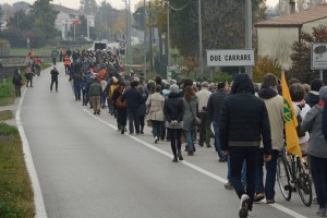 Due Carrare - corteo outlet