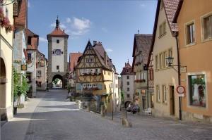 800px-Rothenburg_BW_4 Cropped